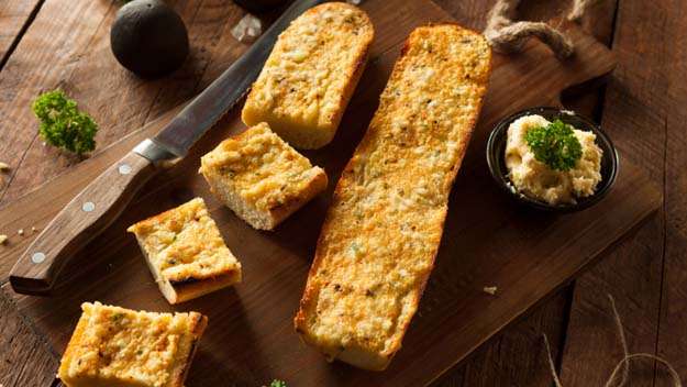 Cheesy Garlic Bread Grilled, Grilled Cheese Bread, BBQ Cheese Bread, Summer Grilling